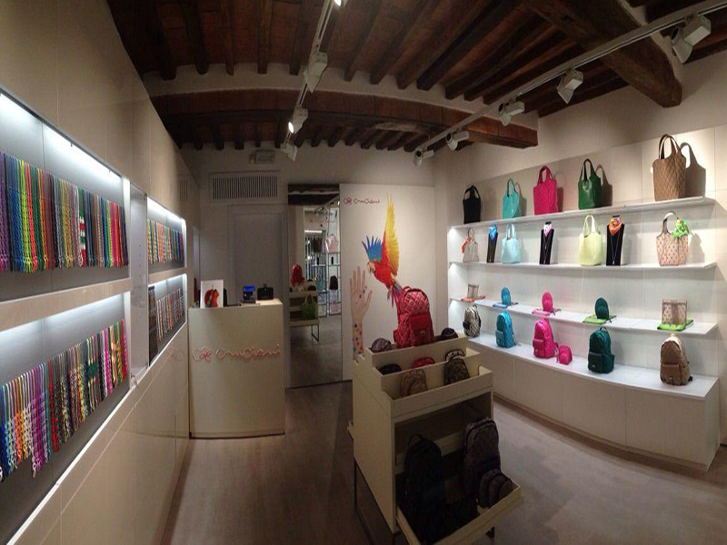 Factory store cool in Umbria: Cruciani