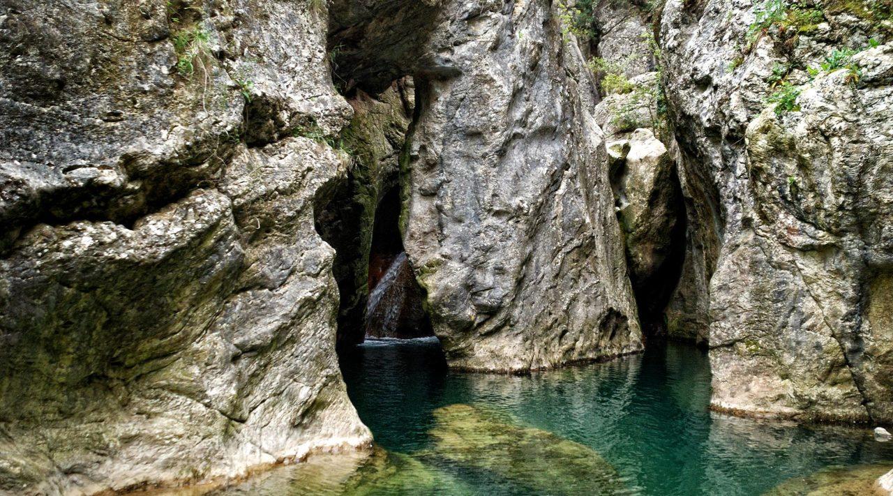 Luoghi d'acqua da scoprire in Umbria Parrano Bagno del diavolo